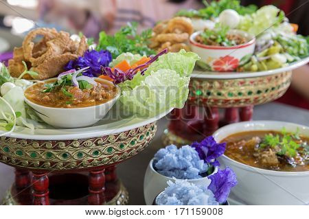 Thai food Khantoke. Khantoke dinners have long been a popular tourist attraction in areas of Northern Thailand particularly around Chiang Mai. Nort