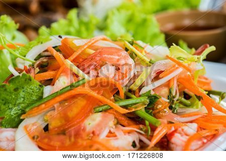 Hot and spicy salad with prawn and shrimp