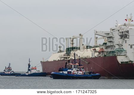 GAS CARRIER AND TUGS IN SWINOUJSCIE - Tugs support an LNG carrier for docking terminal in Swinoujscie