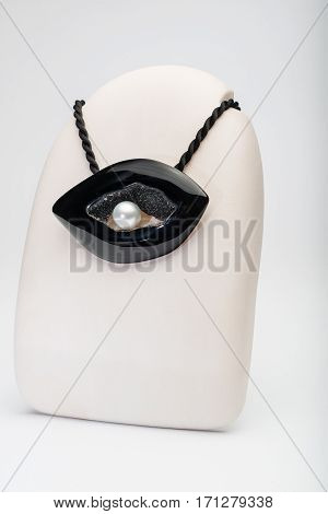 Jewelry, pendant with precious stone in black and white