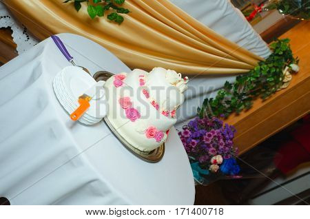 white multi level wedding cake with pink flower decorations