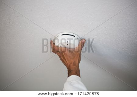 Installation of a smoke detector, danger, alarm