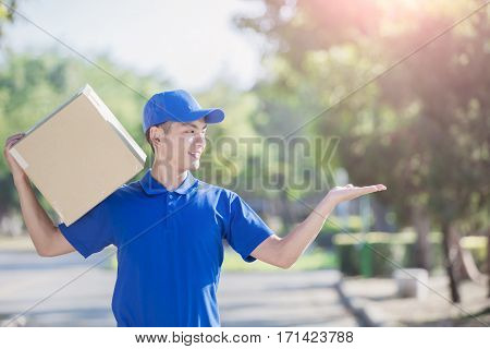 deliveryman hold box and show something asian