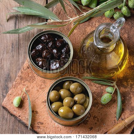 Olives With Bread And Oil
