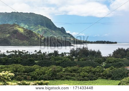 Ocean, mountains and vegetation in Hanalei Bay in Kauai, Hawaii