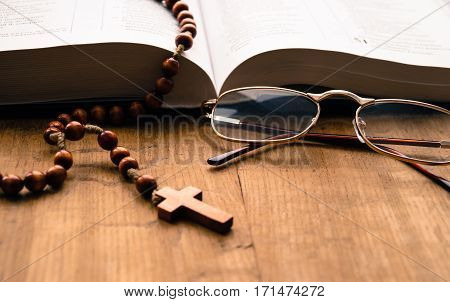 Bible book rosary cross points prayer religion