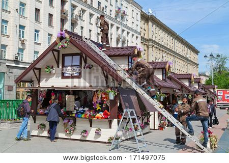 MOSCOW/ RUSSIA - MAY 8. The workers decorate a shopping kiosk for the annual spring market on Tverskaya square near the monument to Yuri Dolgorukiy on May 8, 2014. Moscow, Russia.