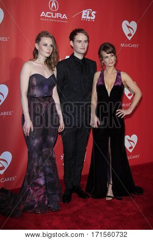LOS ANGELES - FEB 10:  Roseanna Brown, Jonathan Brown, Alanna Brown, The Rua at the Musicares Gala at Los Angeles Convention Center on February 10, 2017 in Los Angeles, CA