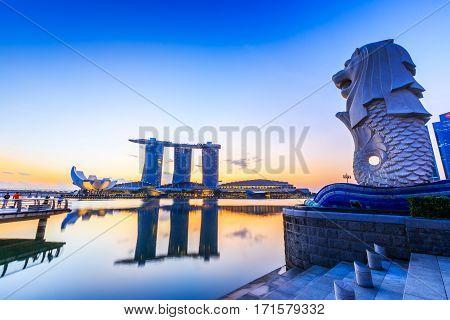 Singapore City Singapore - January 9 2016 Marina Bay Sands Merlion at sunrise.