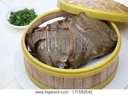 Lotus fragrance of glutinous rice chicken