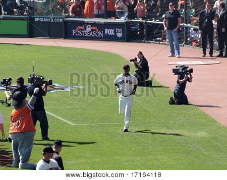 Giants Edgar Renteria Runs Onto The Field During Pregame Introductions