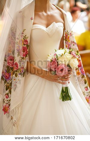 The bride with bouquet of white and pink flowers