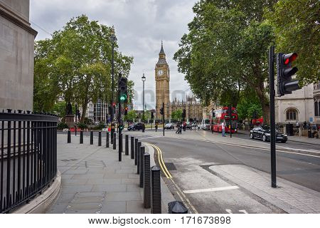 LONDON/ ENGLAND - SEPTEMBER 4, 2016: Broad Sanctuary Street in Westminster leading to the clock tower Big Ben (Elizabeth Tower). London, UK.
