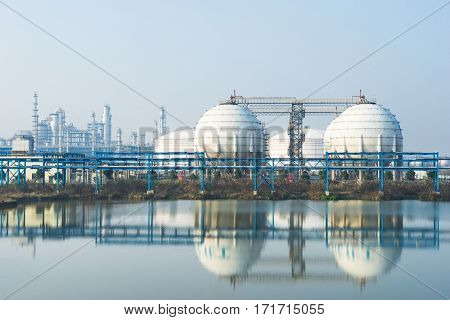 equipment and construction of oil refinery plant near river
