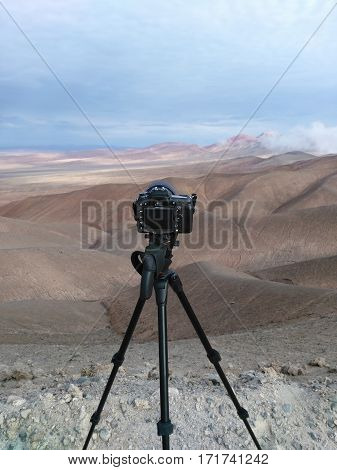 DSLR camera on tripod ready to shoot desert