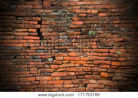 Old brick wall texture grunge background and vignetted corners