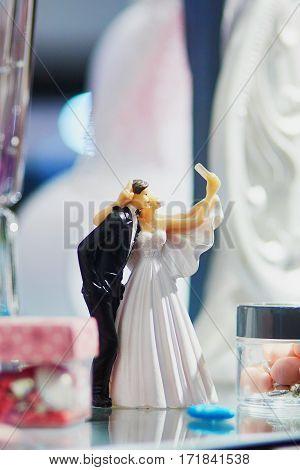 Bride And Groom Making Selfie - Wedding Cake Figurines