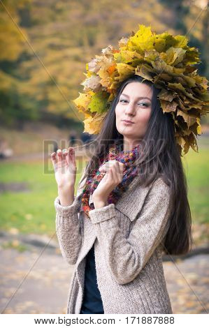 girl with a wreath of leaves in autumn Park