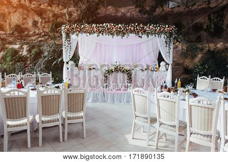 luxurious room of the restaurant to celebrate a wedding celebration