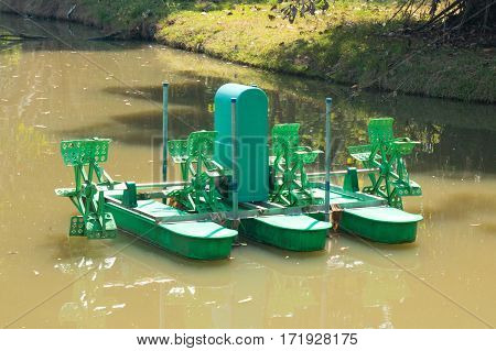 A water wheel floating on the canal of park