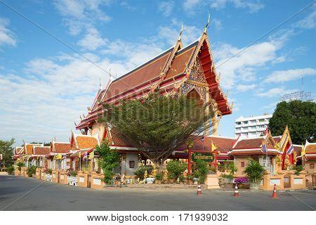AYUTTHAYA, THAILAND - JANUARY 02, 2017: The new Buddhist temple on a Sunny day. Ayutthaya, Thailand