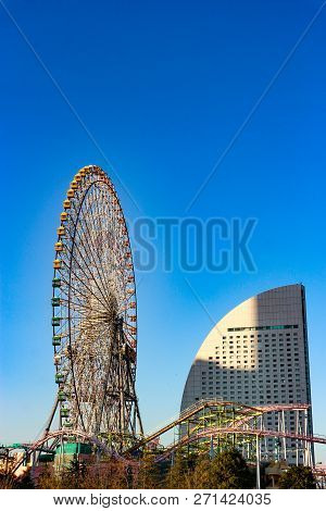 2018 November 03. Yokohama Japan. A Giant Cosmo Clock 21 Ferris Wheel In Evening Time With Clear Blu