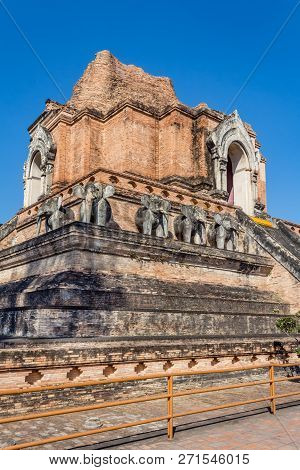 Wat Chedi Luang, One Of The Most Famous Tempels In Chiang Mai, Northern Thailand.