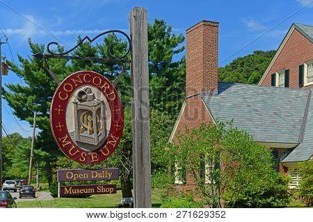 Concord, Ma, Usa - Aug 20, 2014: Concord Museum In Historic Town Center Concord, Massachusetts, Usa.