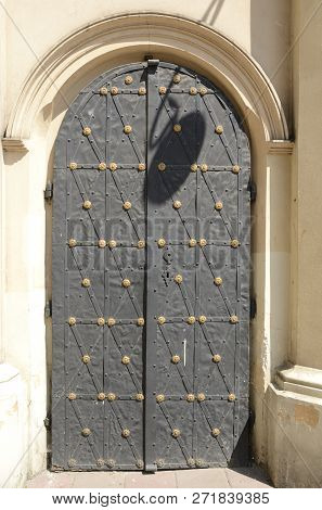 Door Of The Tempel Synagogue In The Kazimierz District Of Krakow, Poland.