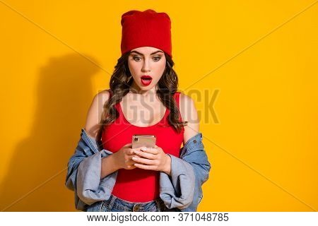 Portrait Of Astonished Millennial Teen Girl Use Smart Phone Read Social Network Post Feedback Impres
