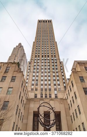 New York, Usa - March 6, 2020: Atlas, A Bronze Statue In Rockefeller Center, Midtown Manhattan. It I