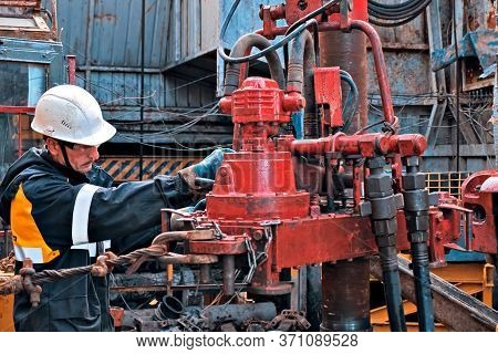 Moscow, Russia -january 10, 2020: A Working Oil Driller Is Engaged In Spinning Pump Pressuring Pipes