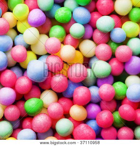Puntos de espolvorear azúcar o azúcar bolas, decoración de pastelería. Macro de gran aumento.
