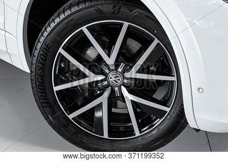 Novosibirsk/ Russia - March 15, 2020: Volkswagen Touareg, Car Wheel On Gray  Car - Close Up