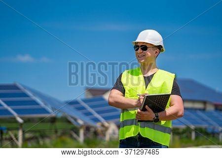 Solar Power Panel. Green Energy. Electricity. Power Energy Pannels. Engeneer On A Solar Plant.