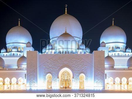 Sheikh Zayed Mosque At Night. Abu Dhabi, United Arab Emirates.