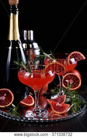 Bloody Orange Citrus Champagne Cocktail. Delicious, Classy Drink That Everyone At Your Party Will Lo