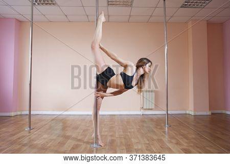 Girl Do Pole Dance, Gymnast Does The Pylon Splits