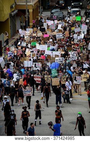 Miami Downtown, Fl, Usa - June 12, 2020: Black Lives Matter. Miami-area Police And Protesters.the Pr