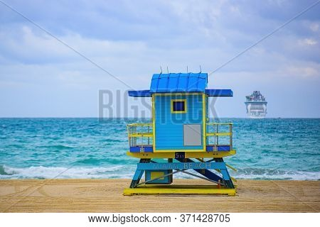 South Beach. Miami Beach, Florida, Usa Sunrise And Life Guard Tower. Panorama Of Miami Beach, Florid