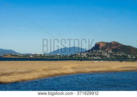 Townsville, In Queensland, Sitting Under Castle Hill