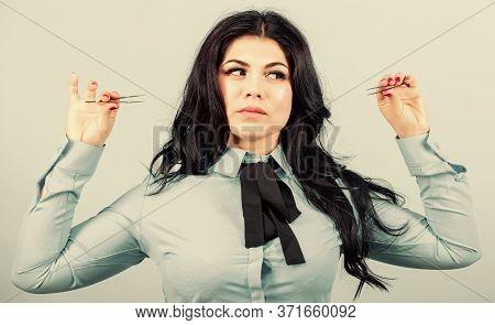 Eyelash Care Treatment Procedures. Pretty Woman Eyelash Master Hold Tweezers. Eyebrow Correction. Be