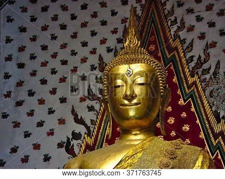 Bangkok Thailand-08 April 2019:buddha Statue Buddha Chumphuut Maha Manlakana Aitiyanupopit At Wat Ar