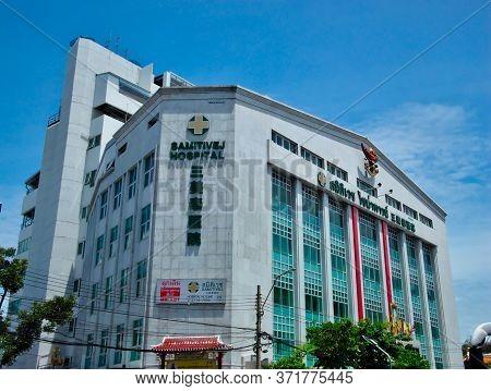 Bangkok Thailand.bangkok Thailand-15 July 2019:samitivej Hospital Is The Origin Of Yaowarat Road, Ch