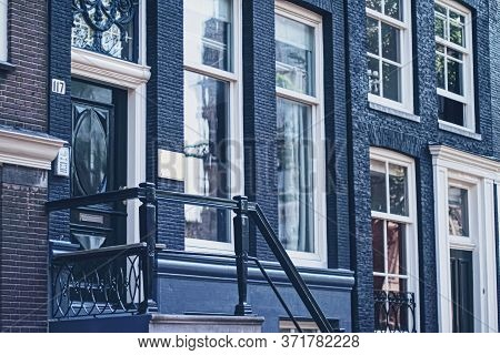 Amsterdam, Netherlands Circa April 2020: Main Downtown Street In The City Center Of Amsterdam In Net