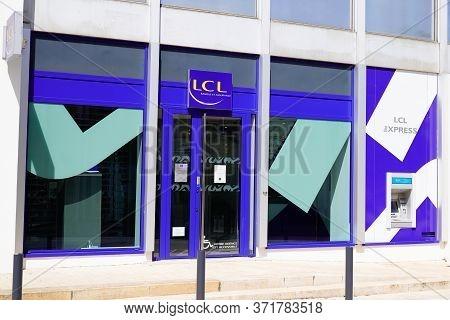 Bordeaux , Aquitaine / France - 05 04 2020 : Le Credit Lyonnais Lcl French Banque Et Assurance Bank