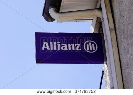 Bordeaux , Aquitaine / France - 05 10 2020 : Allianz Insurance Sign Blue Logo Store Office Brand Fin