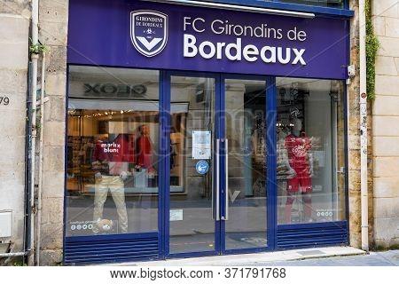 Bordeaux , Aquitaine / France - 05 05 2020 : Girondins De Bordeaux Shop Or Boutique Store Facade Wit