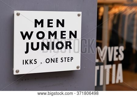 Bordeaux , Aquitaine / France - 02 20 2020 : Ikks Logo Store Shop Fashion Retailer Junior Women And
