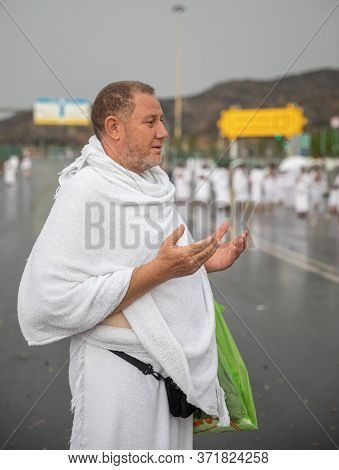 Muslim Pilgrims Praying On Jabal Arafat, Hajjhajj Pilgrim Prayingmuslim Man Wearing Hajj Cloth, Mecc